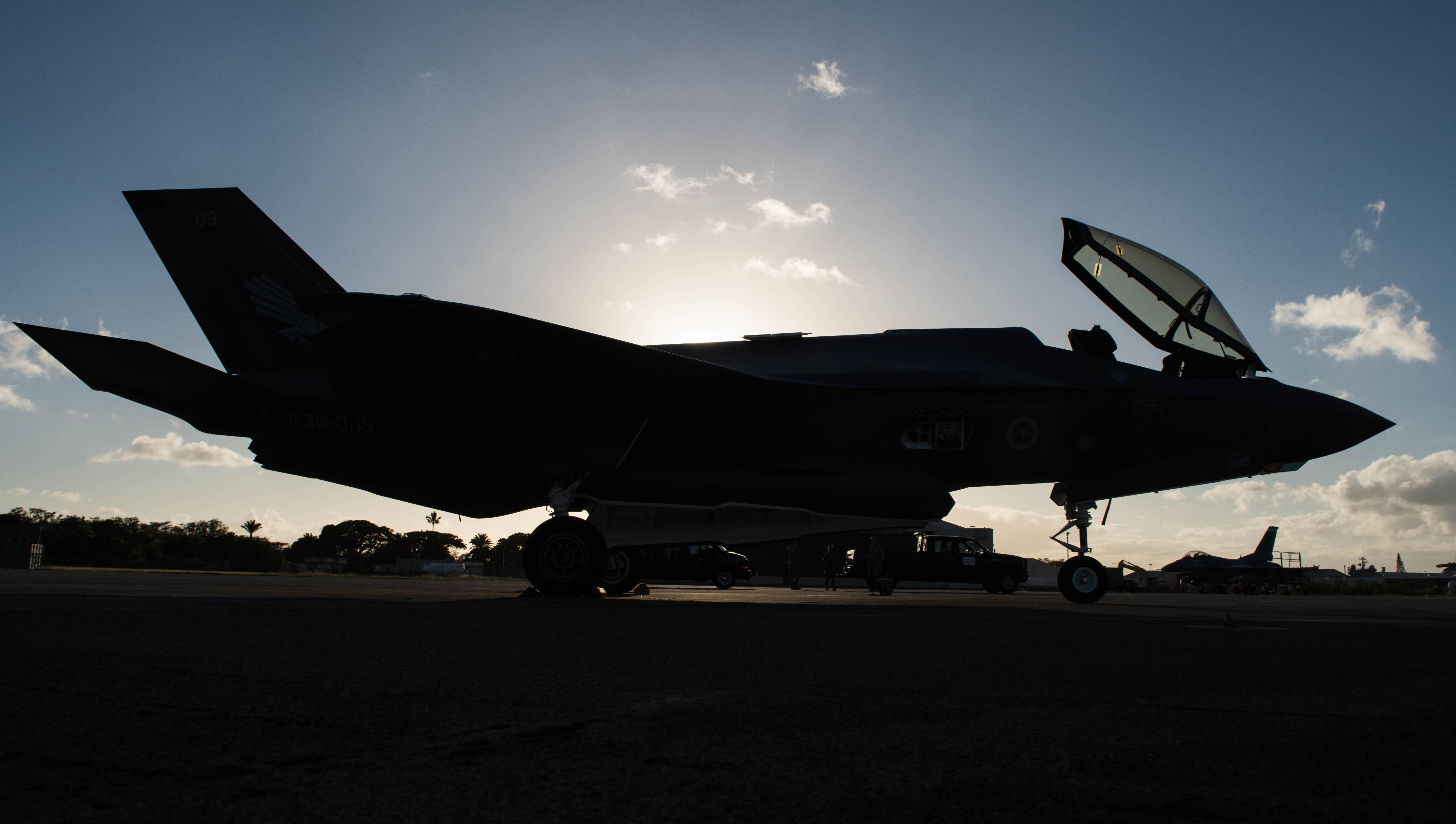 First Australian F-35s pass through Hawaii